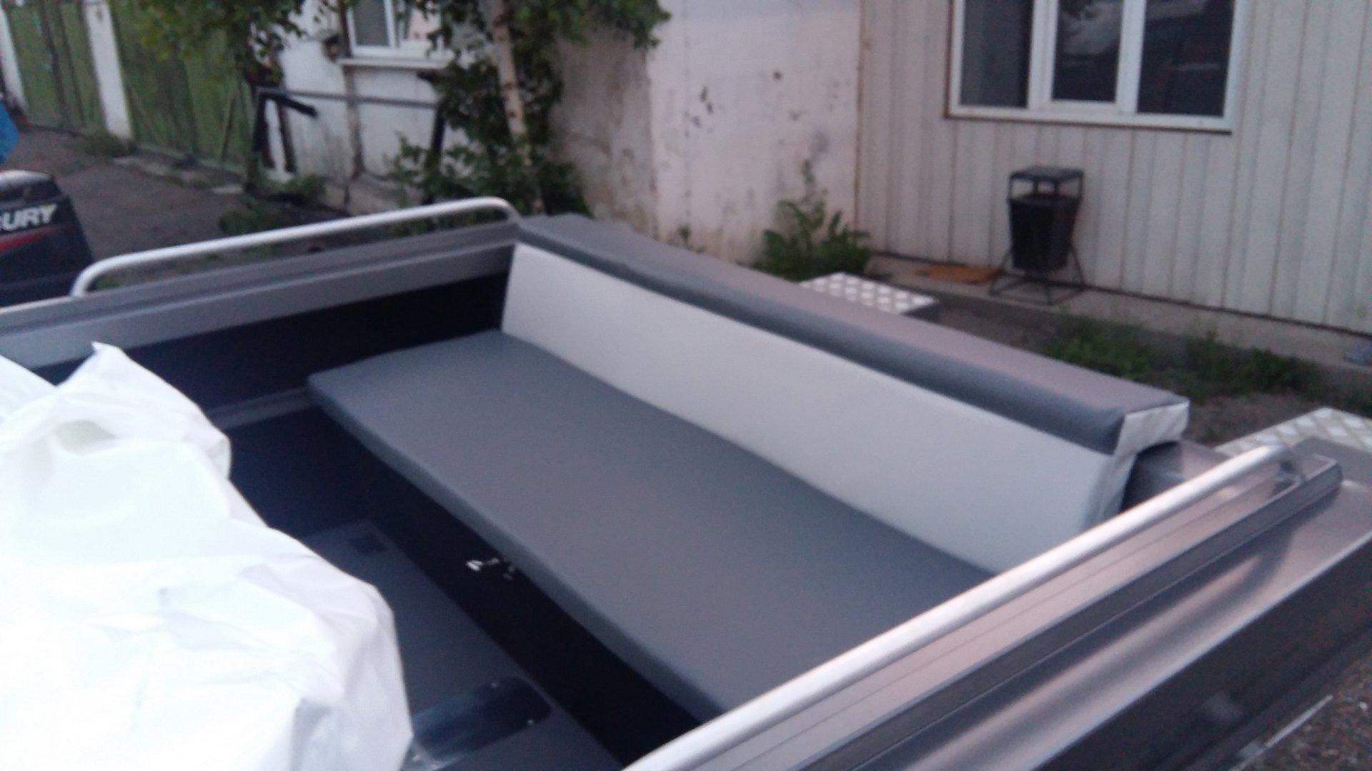 Алюминиевая лодка ТУМАН 510 диван.jpg
