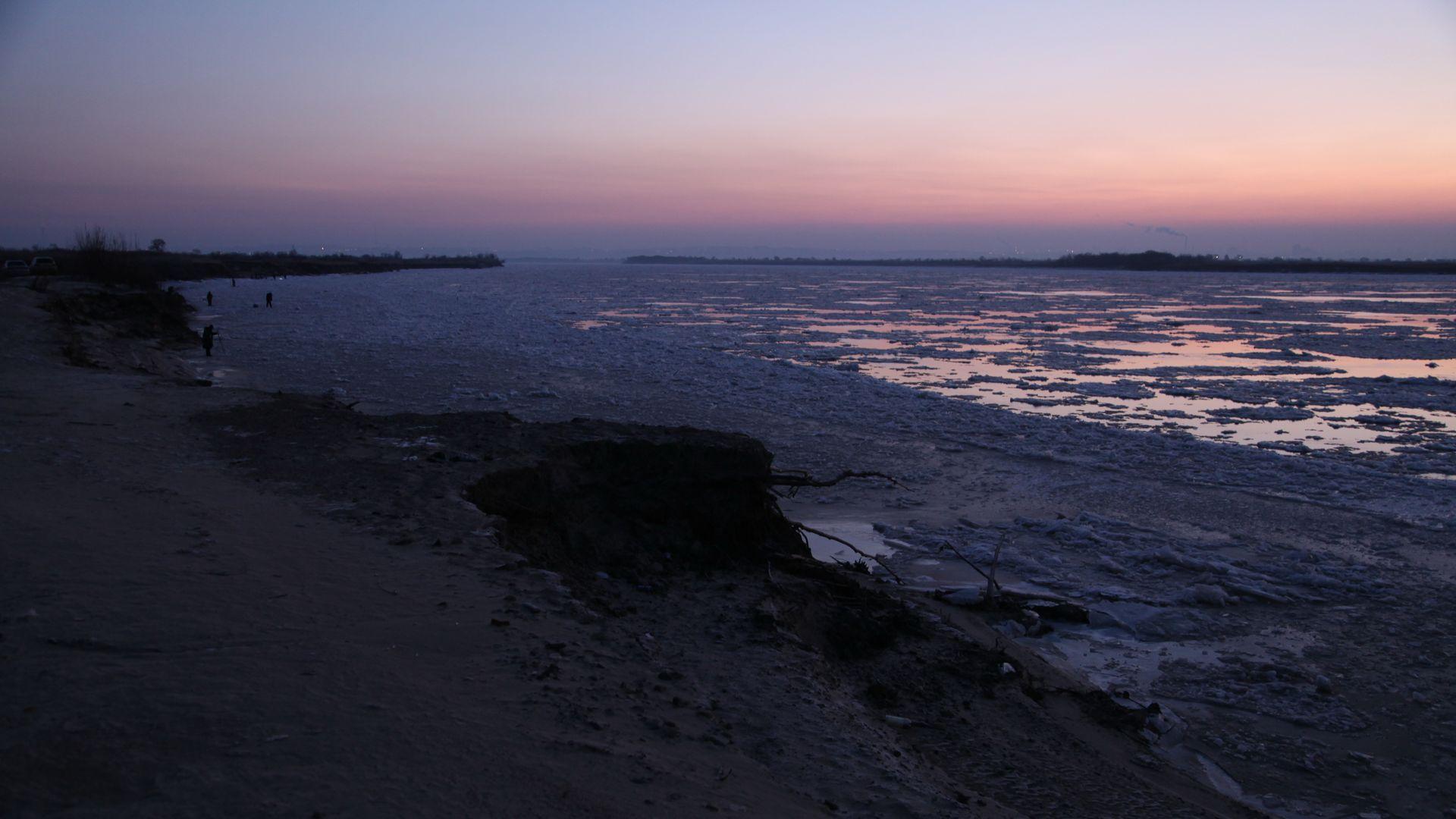 Стройная даёт на берегу фото 201-331