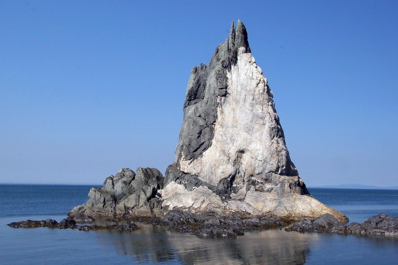 Кекур на острове Утичьем1_новый размер.jpg
